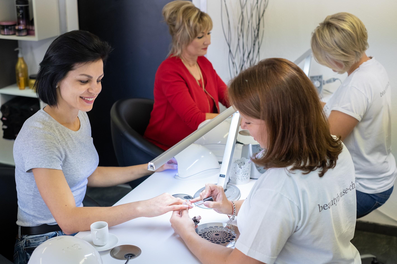 Manicure bei Beauty House